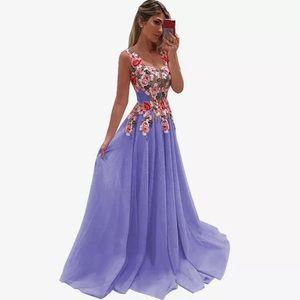 New Lulus Floral Maxi Dress Size: Medium